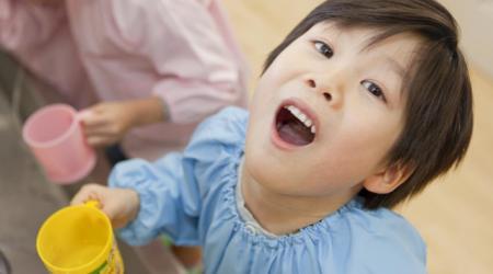 Súc miệng bằng nước muối có tác dụng gì ?